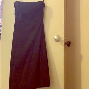 Strapless black dress with bow detail on the chest